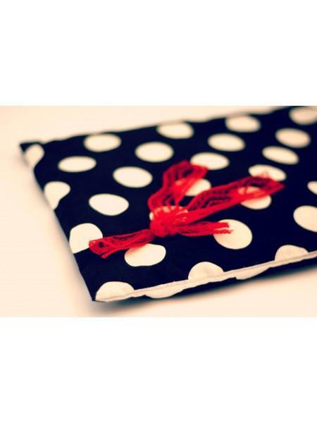 Nahřívací polštářek černý s bílým puntíkem