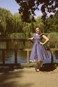 Šaty Lindy Bop modré bílý puntík s velkým límcem