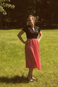 Šaty Lindy Bop červené s černým živůtkem
