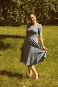 Šaty Lindy Bop modré s růžovým puntíkem