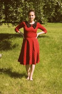 Šaty Lindy Bop červené s černým puntíkem